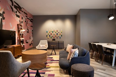 The private, bookable Studio room at Crowne Plaza Atlanta Perimeter at Ravinia illustrates the flexibility of the Plaza Workspace design.