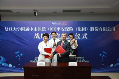 Photo: Jessica TAN, Co-CEO of Ping An Group (back row, right) and Jia FAN, academician of the Chinese Academy of Sciences and Medical Superintendent of Zhongshan Hospital (back row, left), attended the signing ceremony. Yougang ZHU, Party Secretary of Ping An Health Insurance (front row, right) and Jianying GU, Deputy Medical Superintendent of Zhongshan Hospital (front row, left), signed contract on behalf of the two parties.