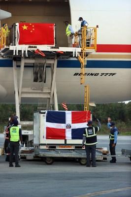 China Eastern transporta vacinas para a República Dominicana. (PRNewsfoto/China Eastern Airlines)