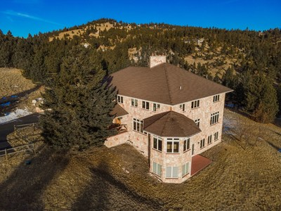 Imagine buying this 8000+ square foot home on 20 acres backing a 100 acre forest for less than $2 Million dollars. In Montana, you can with Luxea Global