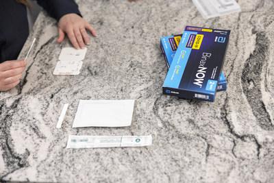 Abbott BinaxNow™Covid-19自检已准备好使用。该测试将在主要的美国零售商处于柜台上方提供,不需要处方。(Prnewsfoto / Abbott)