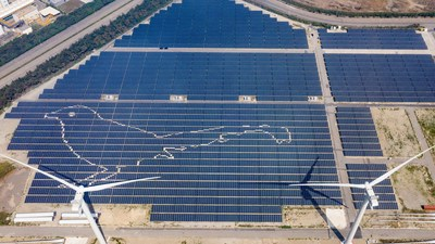 In 2019, TCCGE unveiled Taiwan's first Solar-Wind Renewable Power Station using the most advanced solar panels and wind power installation to enhance power generation. (PRNewsfoto/Taiwan Cement Corp.)
