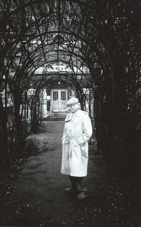Karel Appel in the garden of the Rijksmuseum, Amsterdam 1990s, photo Nico Delaive