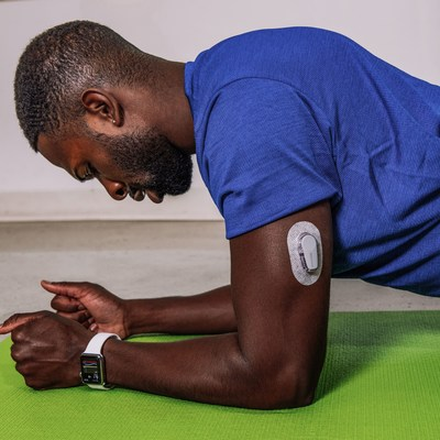 Individual wearing the Dexcom G6 CGM System on the back of the upper arm (CNW Group/Dexcom, Inc.)