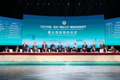 La cérémonie de signature de contrat des grands projets a eu lieu le 18 avril. (PRNewsfoto/Xinhua Silk Road)
