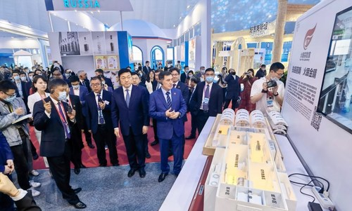 Diplomatic envoys and guests from SCO countries visited BGI's booth. (First on the right in the front row - Vladimir Norov, Secretary General of the SCO)