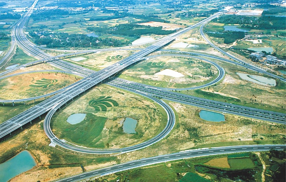 Photo shows the Gezidun interchange overpass of the Hefei-Anqing expressway constructed by CCMC.