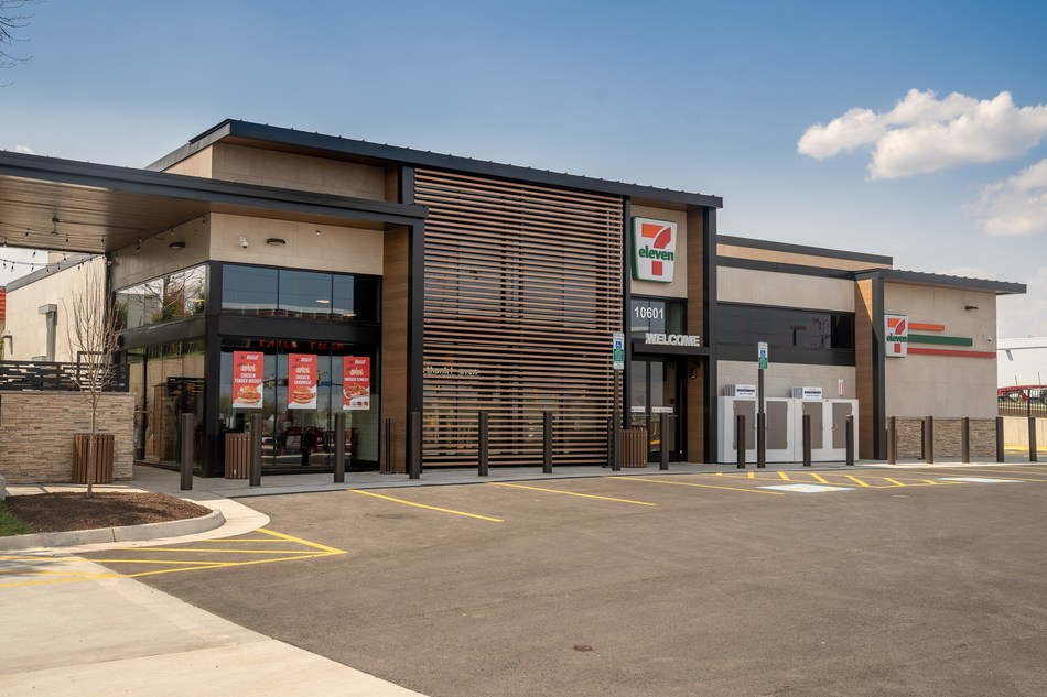 7-Eleven, Inc. is giving hungry customers more restaurant-quality dining options than ever before. The convenience retailer continues to make strides in the quick-serve restaurant arena with its newest Evolution Store in Manassas, Virginia – the first to offer customers two restaurant options in one location. Its popular Raise the Roost® Chicken and Biscuits restaurant will be joined at the Manassas store by Parlor Pizza, an onsite pizzeria with hand-tossed made-to-order pizzas.