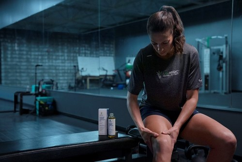 U.S. Women's and Olympic Soccer Star, Carli Lloyd credits leading CBD topicals brand CBDMEDIC as key to her recovery following a knee injury and surgery (CNW Group/Charlotte's Web Holdings, Inc.)