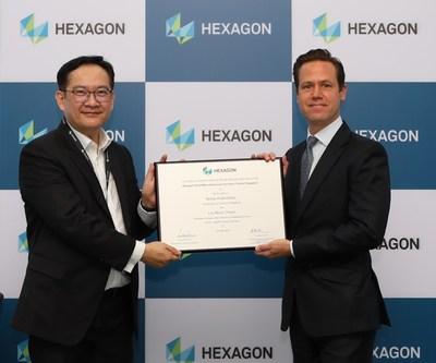 Mr. Lim Boon Choon, President, Hexagon Manufacturing Intelligence- KAI, with HE Niclas Kvarnstrom, Swedish Ambassador to Singapore (PRNewsfoto/Hexagon)