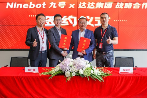 Guangsen Mou, General Manager of Fashion and Digital Electronics Business Department at JDDJ, and Hongwei Li, General Manager of China Business at Segway-Ninebot, signed a strategic cooperation agreement in Beijing