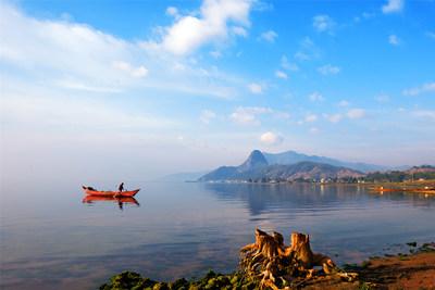 Foto mostra o cenário do Lago Fuxian, em Yuxi, na província de Yunnan, sudoeste da China. (Foto: Jin Yunlong) (PRNewsfoto/Xinhua Silk Road)