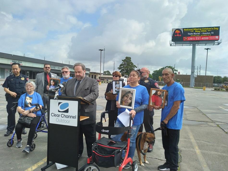 In Houston, family of Thalia Macias gathers to encourage the public to help bring their missing child home.