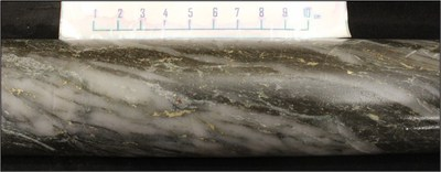 21RDD037 – At 148m: 113.80 g/t Au; Strongly laminated quartz-carbonate vein containing pyrite mineralization (CNW Group/Kenorland Minerals Ltd.)