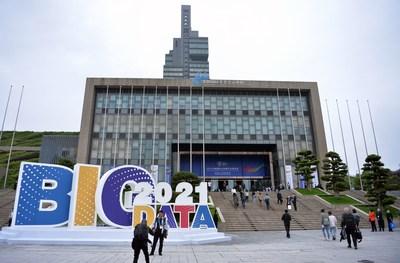 Exposição internacional de big data é inaugurada no sudoeste da China. (PRNewsfoto/China International Big Data Industry Expo Organizing Committee)