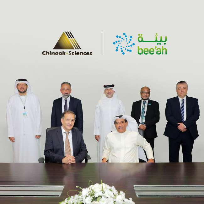 During a visit by Chinook Sciences Chairman and CEO, Dr. Rifat Chalabi (front left), the evolution of the plans to a waste-to-hydrogen project was agreed during a signing ceremony in the presence of HE Salim Al Owais (front right), Chairman of Bee'ah, and a delegation of senior officials from both entities. (PRNewsfoto/Chinook Sciences,Bee'ah)