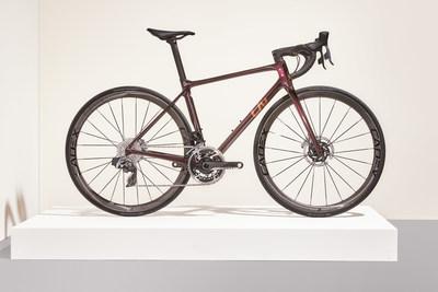 Liv Langma Advanced SL Disc. Depois de trabalhar com ciclistas da equipe CCC-Liv (agora Liv Racing WorldTeam) na fase de testes de protótipos, a nova Liv Langma Advanced SL Disc é a bicicleta oficial para sua temporada de corridas de 2021.