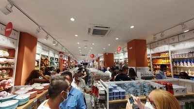A MINISO store received an exciting welcome in Sliema, a coastal town in Malta with a population of 23,000 people