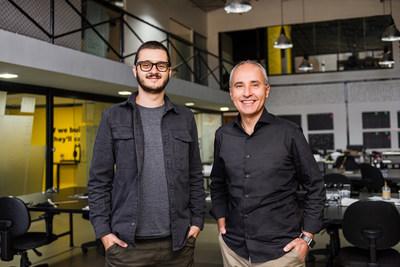 O CEO da WHF Fabrício Gimenes (esq.) com o novo sócio Paulo Henrique de Oliveira