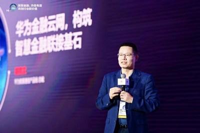 Kevin Hu, presidente da linha de produtos de comunicação de dados da Huawei, lança a solução financeira de rede em nuvem (PRNewsfoto/Huawei)