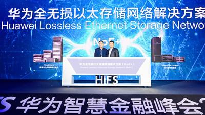Kevin Hu, presidente da linha de produtos de comunicação de dados da Huawei e Peter Zhou, presidente da linha de produtos de TI da Huawei, lançam em conjunto a NoF+ (PRNewsfoto/Huawei)