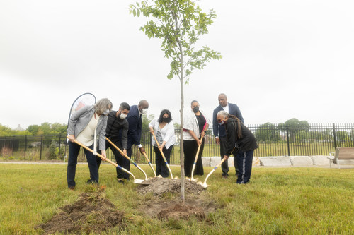 As part of a comprehensive three-year, $1 million effort to support eastside neighborhoods around the Detroit Assembly Complex, Stellantis today launched Detroit's Greenest Initiative, the company's plan to make Detroit's east side the most environmentally friendly neighborhood. Planting the ceremonial tree at the event was Margaret O'Gorman, President, Wildlife Habitat Council, Joshua Rubin, CEO of mirainbarrel, Michigan State Representative Joe Tate, Monica Tabares, Vice President, Greening of Detroit, Palencia Mobley, Deputy Director, Detroit Water and Sewage Department, Ron Stallworth, external affairs lead for Wayne County, Stellantis - North America, and Stephanie Broddie, Southeastern High School Teacher .