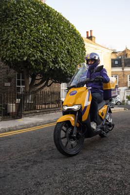 A Getir courier in London (PRNewsfoto/Getir)