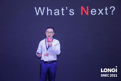 LONGi a dévoilé son tout nouveau module bifacial Hi-MO N lors de la conférence SNEC 2021 (PRNewsfoto/LONGi Solar)