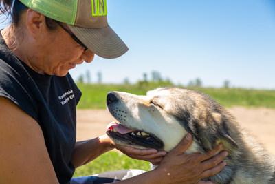 Terri Joe Stone, a resident of the Rosebud Sioux Tribe Reservation, volunteers at the ViDAS clinic located in the new Wamakanskan Wawokiye Oti veterinary hospital. (Photo credit: ViDAS / H. Navarro).