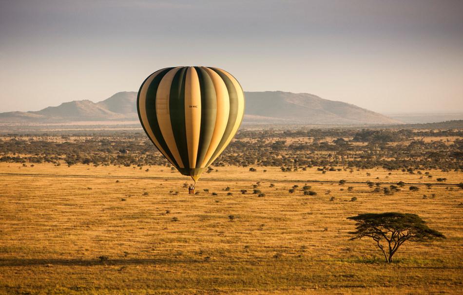 Hot air ballooning at Four Seasons Safari Lodge Serengeti