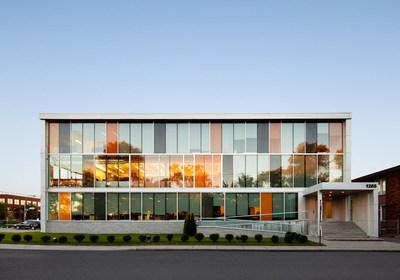 Symbole d'une relance innovante, le Centre d'expertise industrielle a été lancé au printemps 2020 à Saint-Laurent. (Groupe CNW/DEVELOPPEMENT ECONOMIQUE SAINT-LAURENT (DESTL))
