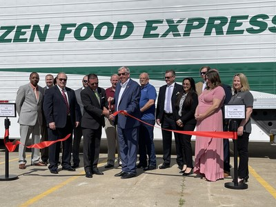 Governor Mike Parson and FFE executives cut the ribbon on FFE's new facility in Butler, Missouri.