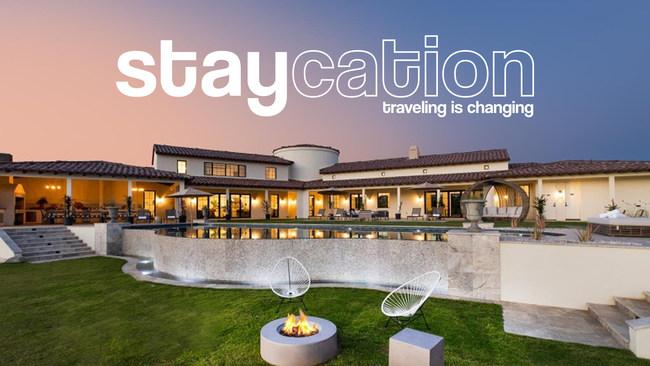 'Staycation' lleva a los espectadores al interior de algunas de las casas de alquiler más lujosas del mundo.  (PRNewsfoto / Making It Media)
