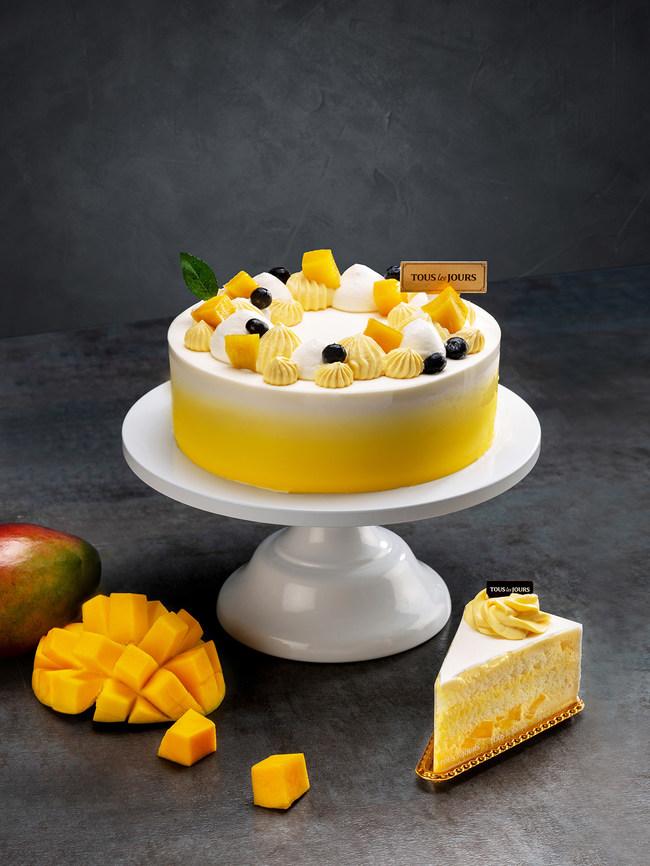 Light sponge cake covered in sweet and refreshing mango whipped cream