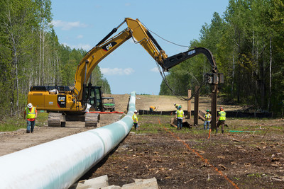 Construction workers are making progress on the Line 3 Replacement Project. (CNW Group/Enbridge Inc.)