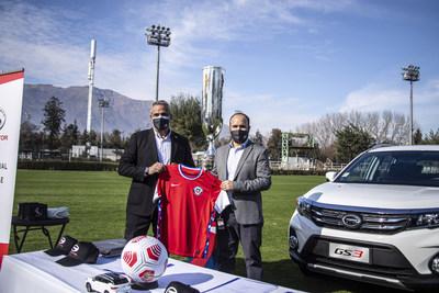 Cerimônia de assinatura Esquerda: Pablo Milad, presidente da ANFP; Direita: Nicolás Piracés, gerente geral da GAC MOTOR Chile (PRNewsfoto/GAC MOTOR)