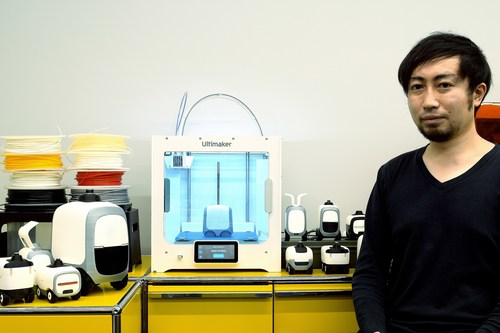 Yasu from Final Aim Inc next to the Ultimaker S3
