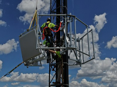 Technicians install the first two Gogo 5G antennas on a cell tower.