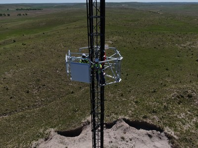 The first two Gogo 5G antennas being installed on a tower in the Midwest.
