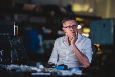 WENEW é cofundado pelo famoso artista digital Mike Winkelmann, conhecido como Beeple.