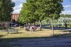 Parc nommé en l'honneur de Daisy Peterson Sweeney accueillant des échecs en plein air