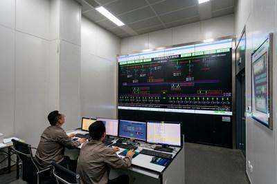 Equipe da empresa de fornecimento de energia State Grid Suzhou inicia a transmissão de energia da primeira válvula conversora para a usina central de Pangdong em 29 de junho de 2021, em Suzhou, na província de Jiangsu, no leste da China. (PRNewsfoto/Xinhua Silk Road)