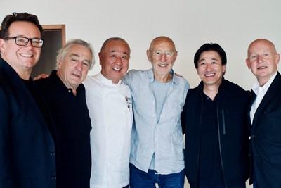 Equipe de gestão da Nobu Hospitality: da esquerda para a direita: Struan McKenzie, Robert de Niro, Chef Nobu Matsuhisa, Meir Teper, Hiro Tahara e Trevor Horwell