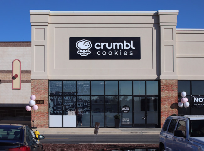 Crumbl currently has over 160 cookie delivery and takeout shops in 30-plus states. The company seeks easily accessible, highly visible spaces in outdoor centers anchored by supermarkets or chains like Target, Walmart or Costco.
