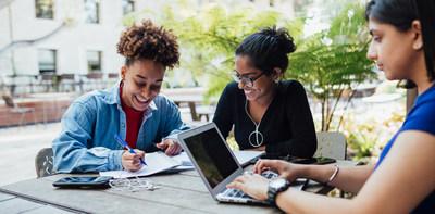Quatorze établissements postsecondaires de partout au Canada reçoivent un soutien financier pour des initiatives en santé mentale, grâce à Stratégies en milieu de travail sur la santé mentale. (Groupe CNW/Canada Vie)