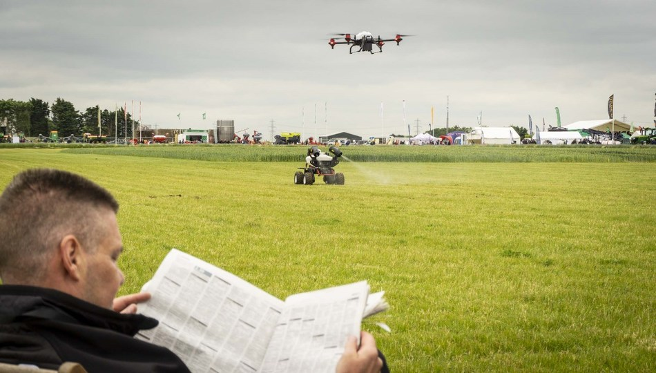 Farmers enjoyed leisure-time sitting in deckchairs while XAG agricultural drone and R150 robot took on farm work at the UK Cereals event