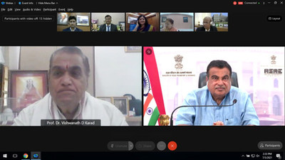 Shri Nitin Gadkari and Prof. Dr. Vishwanath D Karad During the Event