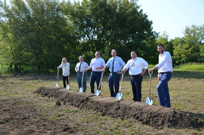 Aristocrat Gaming™ has broken ground on the company's Tulsa Operations Center, a new 137,500 sq ft facility in Tulsa, Okla. Pictured left to right are: Deanne McKissick, Aristocrat SVP Customer Order Execution; Tulsa Chamber of Commerce President/CEO Mike Neal; Hector Fernandez, Aristocrat President of Americas & EMEA; James Starr, VGT President; Matthew Morgan, Oklahoma Indian Gaming Association Chairman; Jerry Hale, VP of Midwest Operations, VGT.