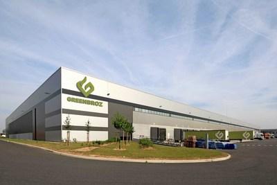 L'installation de production et la salle d'exposition de pointe s'étendant sur 50 000 pi2 de GreenBroz offrent aux clients une expérience immersive unique.