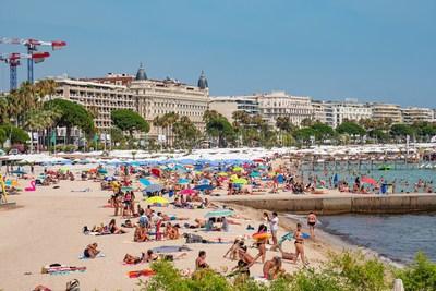 Côte d'Azur à Cannes, France.  Image reproduite avec l'aimable autorisation de 4KUniverse, Inc.